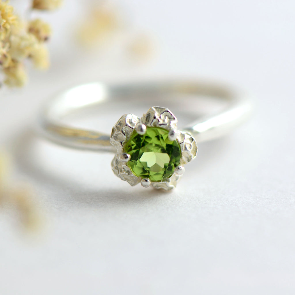 solitary peridot ring, peppercorns design