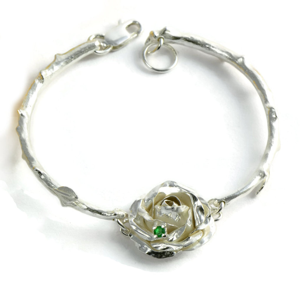 Rose bracelet with a bright Tsovorite, 1.5cm rose