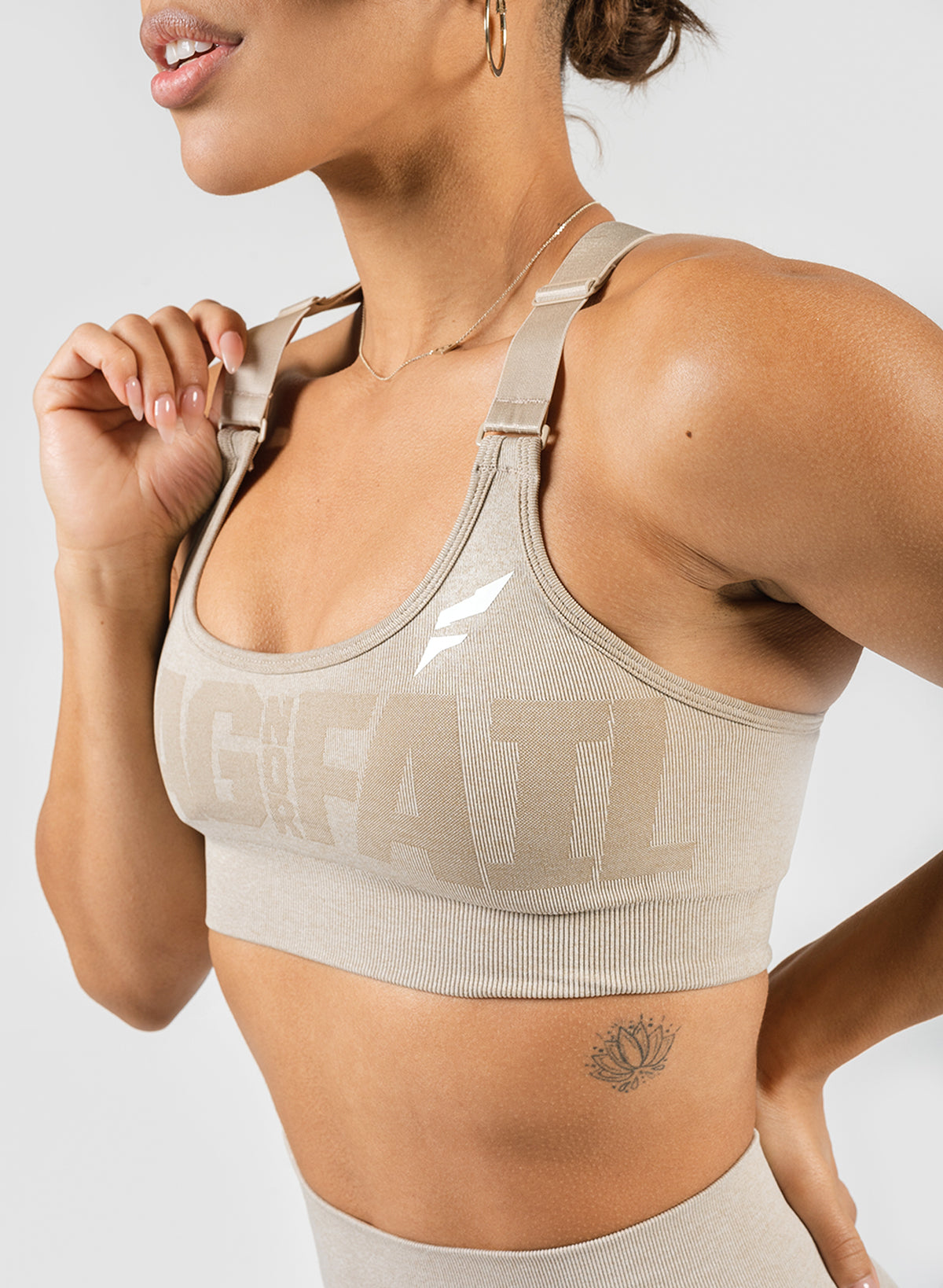 SEAMLESS SPORTS BRA - SAND