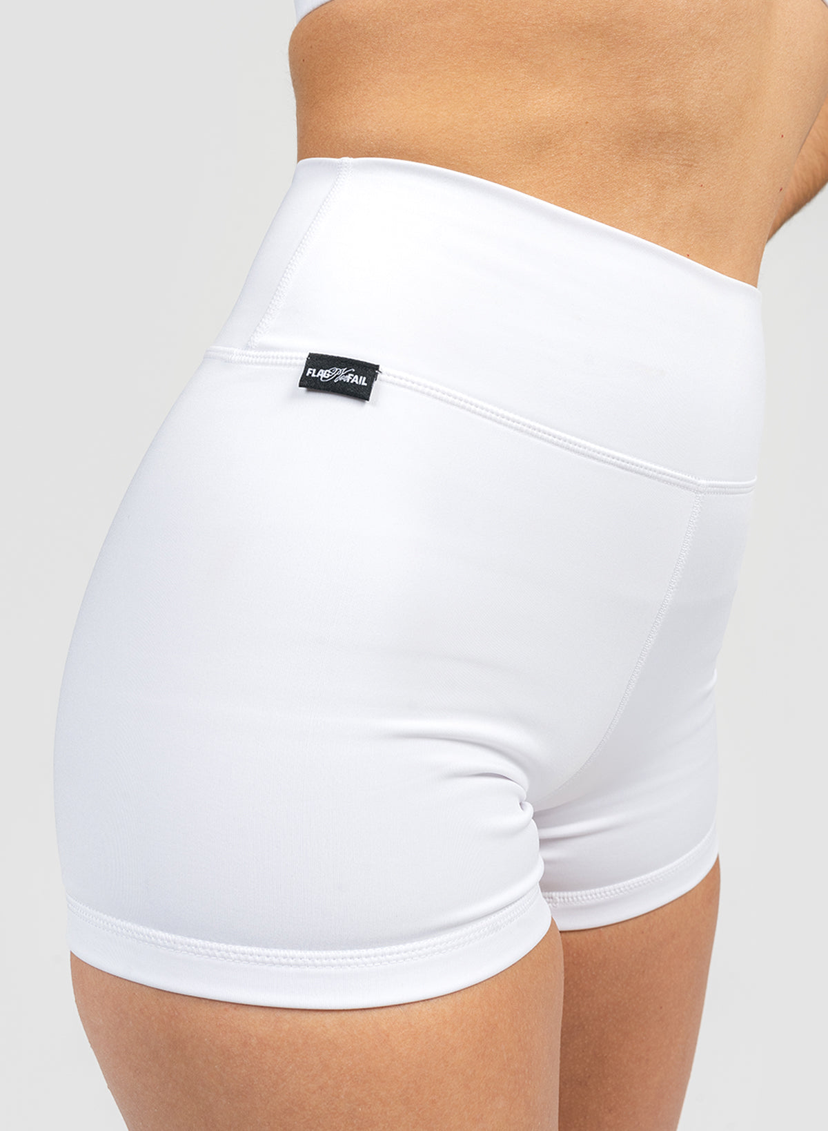 VIVID 2.0 COMPRESSION SHORTS - WHITE