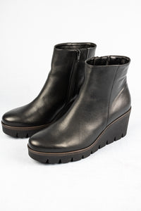 Gabor 54.780 | Hidden Elastic Wedge Ankle Boots