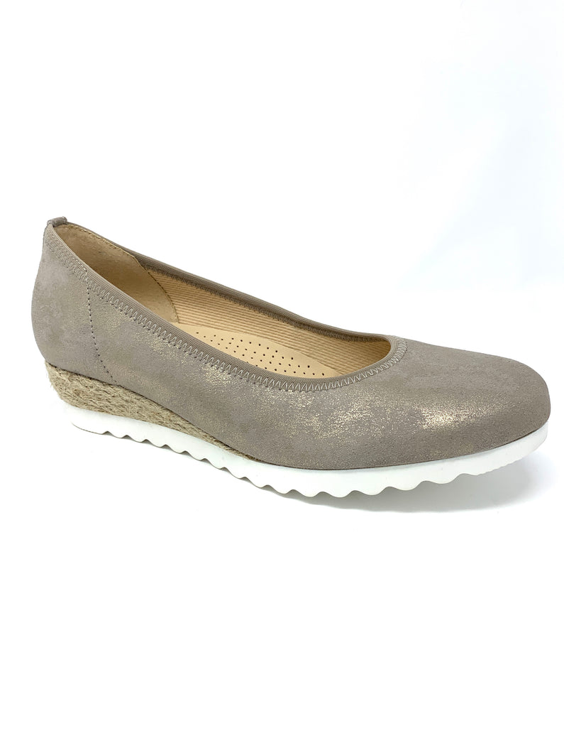 42.641 Gabor Ladies Closed To Wedge Shoes for sale online ireland metallic