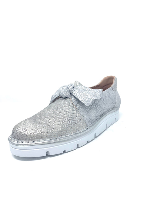 Silver Leather Shoe with Upper Bow Design