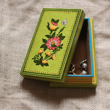 "Load image into Gallery viewer, Wooden Jewelry Box - 5"" x 3"""
