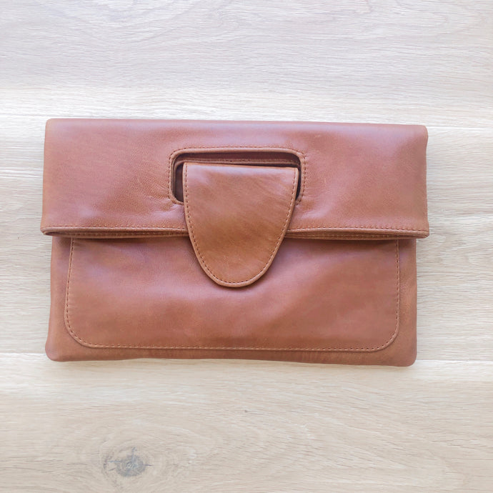 Classic Clutch in Vintage Tan