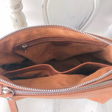 Load image into Gallery viewer, Double zipped leather bag in Vintage tan