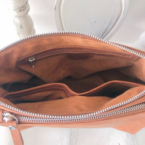 Double zipped leather bag in Vintage tan