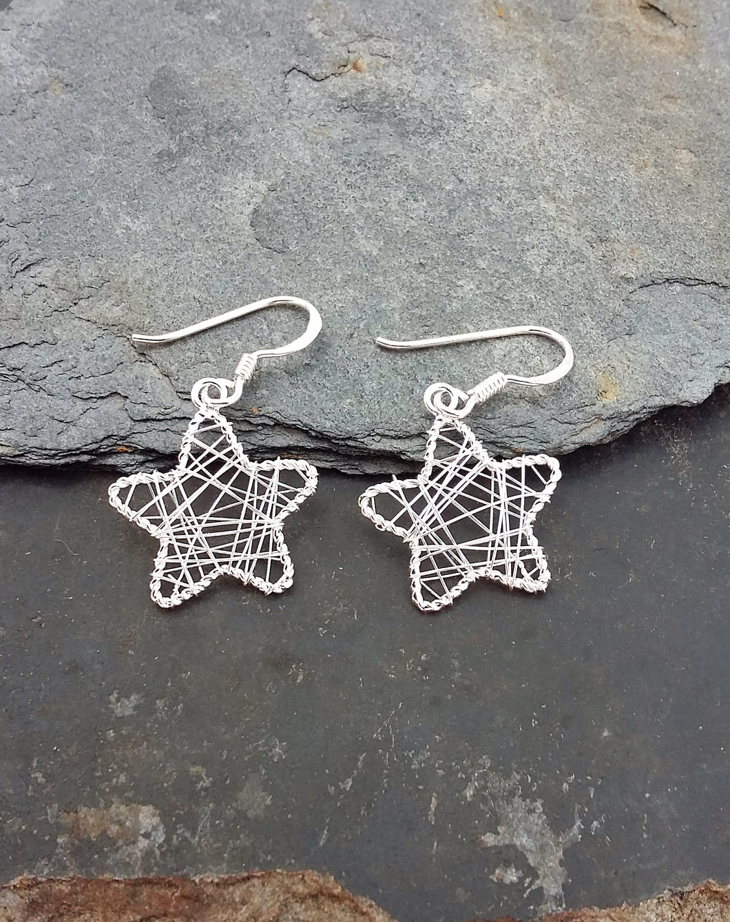 E567 - WIRE MESH STAR DROP EARRING