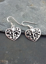 Charger l'image dans la galerie, E569 - TREE HEART DROP EARRING