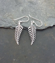 Load image into Gallery viewer, E589 - SILVER FEATHER EARRING