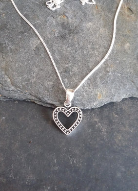 P592 - OUTLINE HEART PENDANT