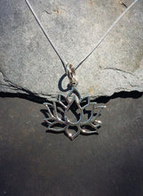 Load image into Gallery viewer, P663 - Silver lotus flower pendant