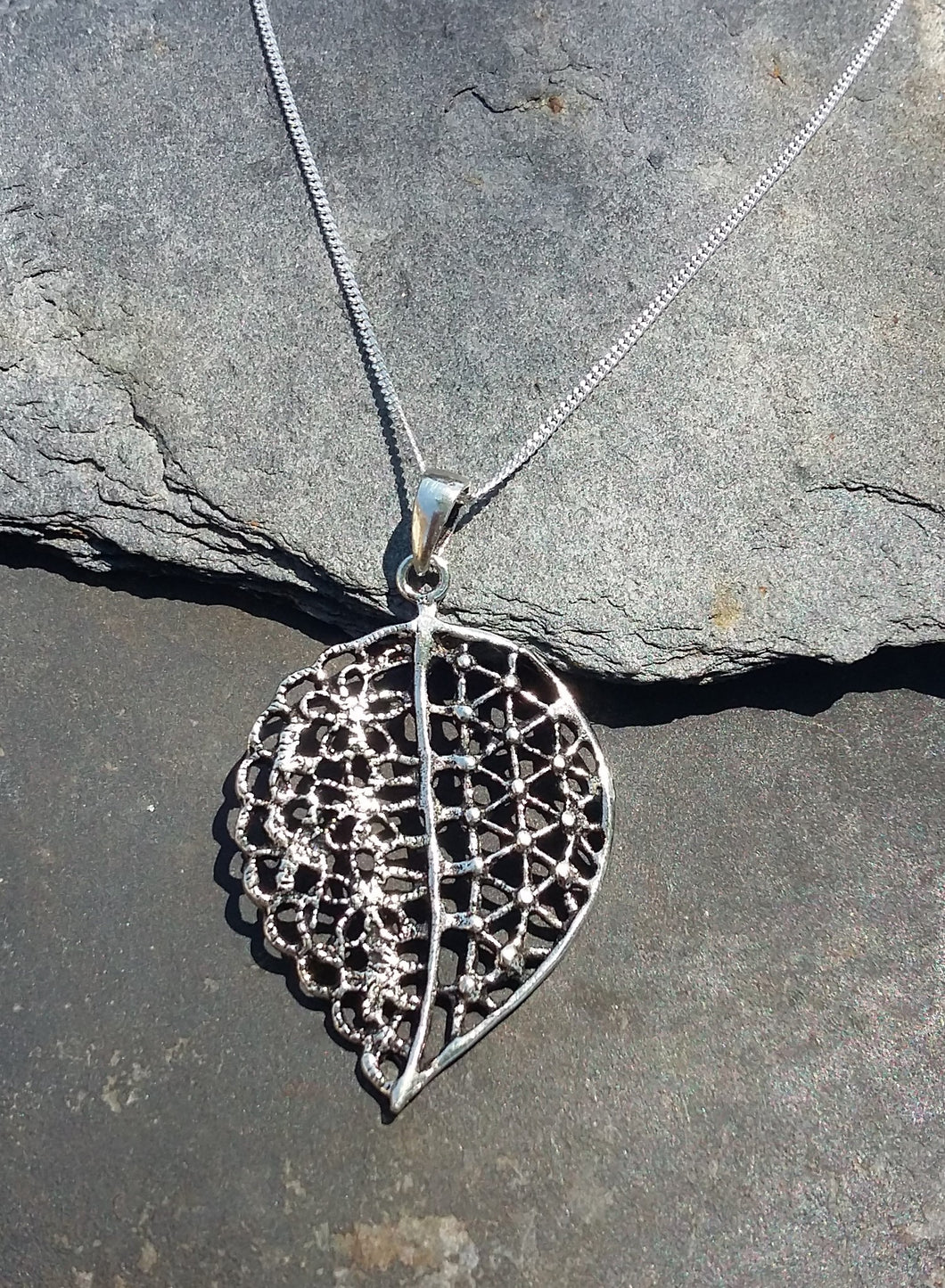 P673 - LARGE FILIGREE LEAF PENDANT