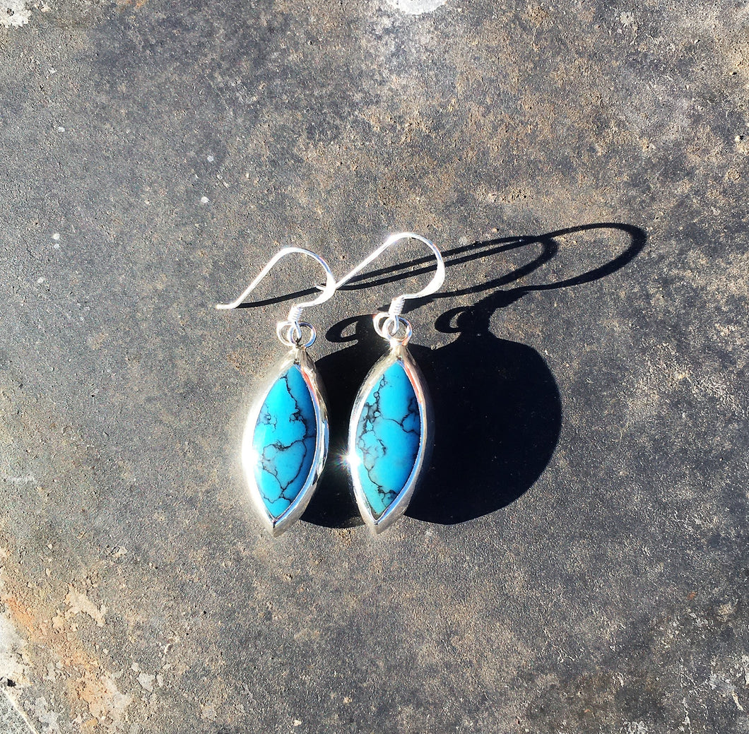 SE143 - SHIELD EARRING WITH M.O.P REAR BLUE