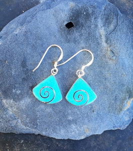 SE165 - GREEN WEDGE SHAPED EARRINGS WITH SWIRL DESIGN ALL STERLING SILVER