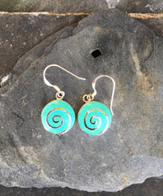 Load image into Gallery viewer, SE142 - ROUND PALE GREEN SWIRL EARRING