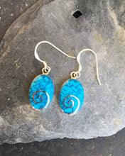 Load image into Gallery viewer, SE139 - BLUE OVAL SWIRL EARRING