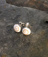 Load image into Gallery viewer, SS265B - ROUND SHIVA SHELL STUD 7MM