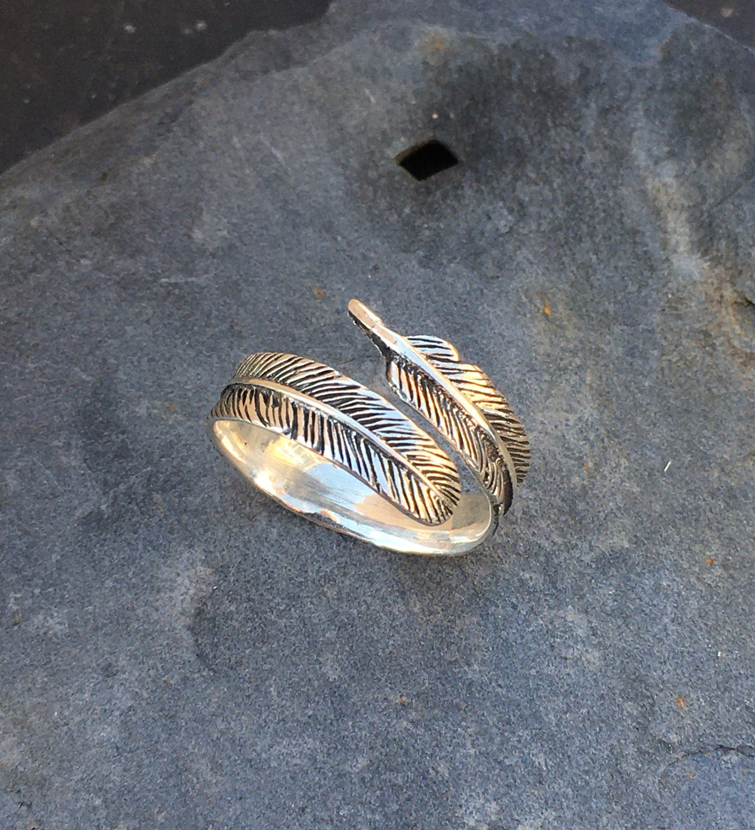 R056 FEATHER RING