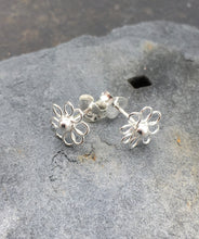 Load image into Gallery viewer, S223 - WIREWORK FLOWER STUD