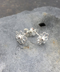 S223 - WIREWORK FLOWER STUD