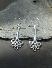 Load image into Gallery viewer, SE126 - STYLISH CELTIC KNOT EARRINGS