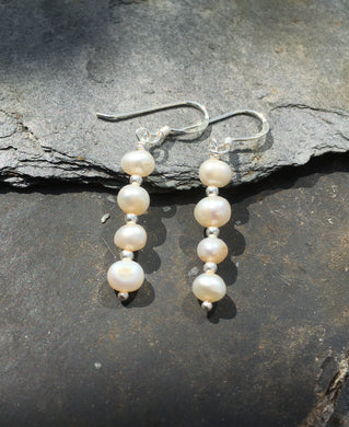 SE150 - PEARL AND SILVER BEAD EARRING