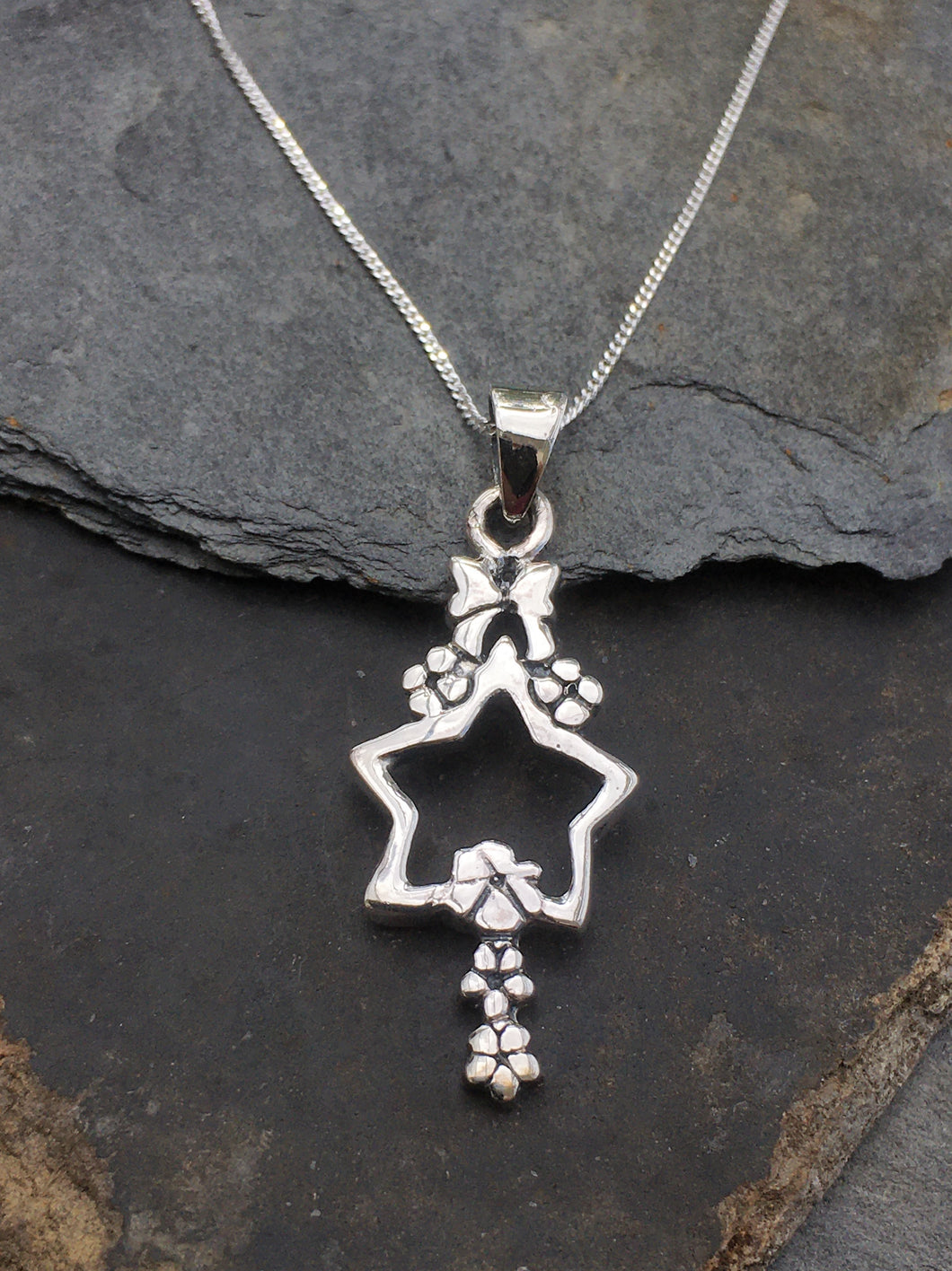 SP060-STAR & BOW DROP PENDANT