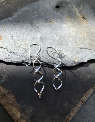 E069 DOUBLE TWIST EARRING