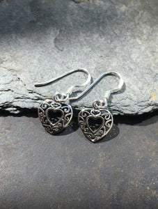 E294 - SMALL FILLIGREE HEART EARRING