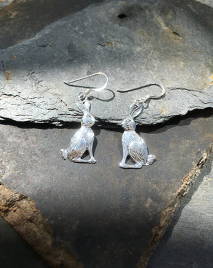 E323-MOON GAZING HARE EARRING