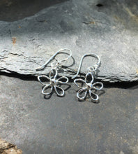 Load image into Gallery viewer, E452-WIREWORK DAISY EARRING