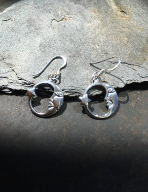 E534 - MOON & STAR SILVER EARRINGS