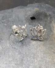 Load image into Gallery viewer, S457 - LOTUS FLOWER STUD