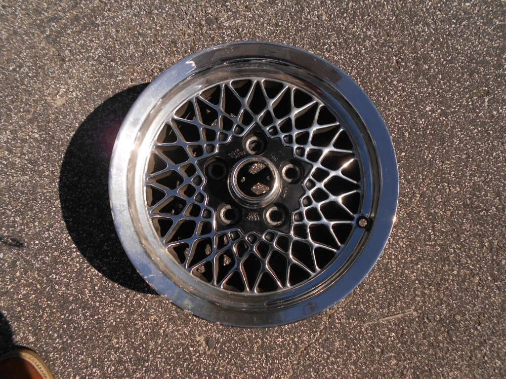 Lattice Wheel Fair Condition 15 Inch