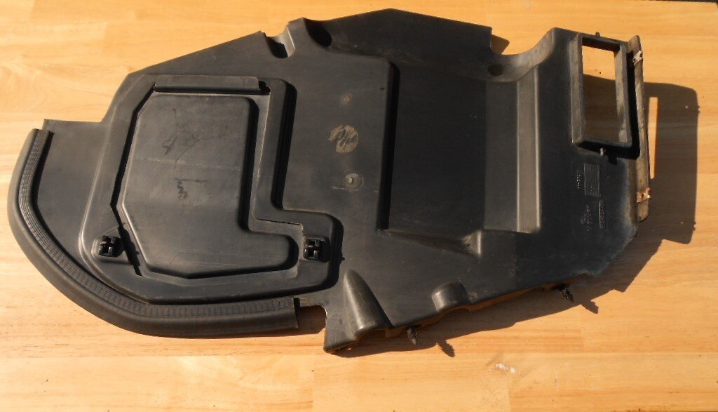 XJS Right Side Air Dam Cover/Baffle 1994-1996 HHD4312AA