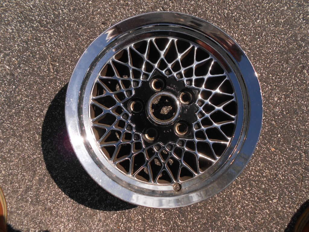 Lattice Wheel Nice Condition 15 Inch