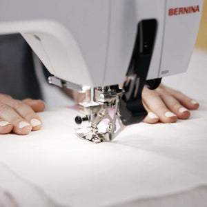Bernina 570 QE integrated dual in action : Jaycotts Sewing Supplies