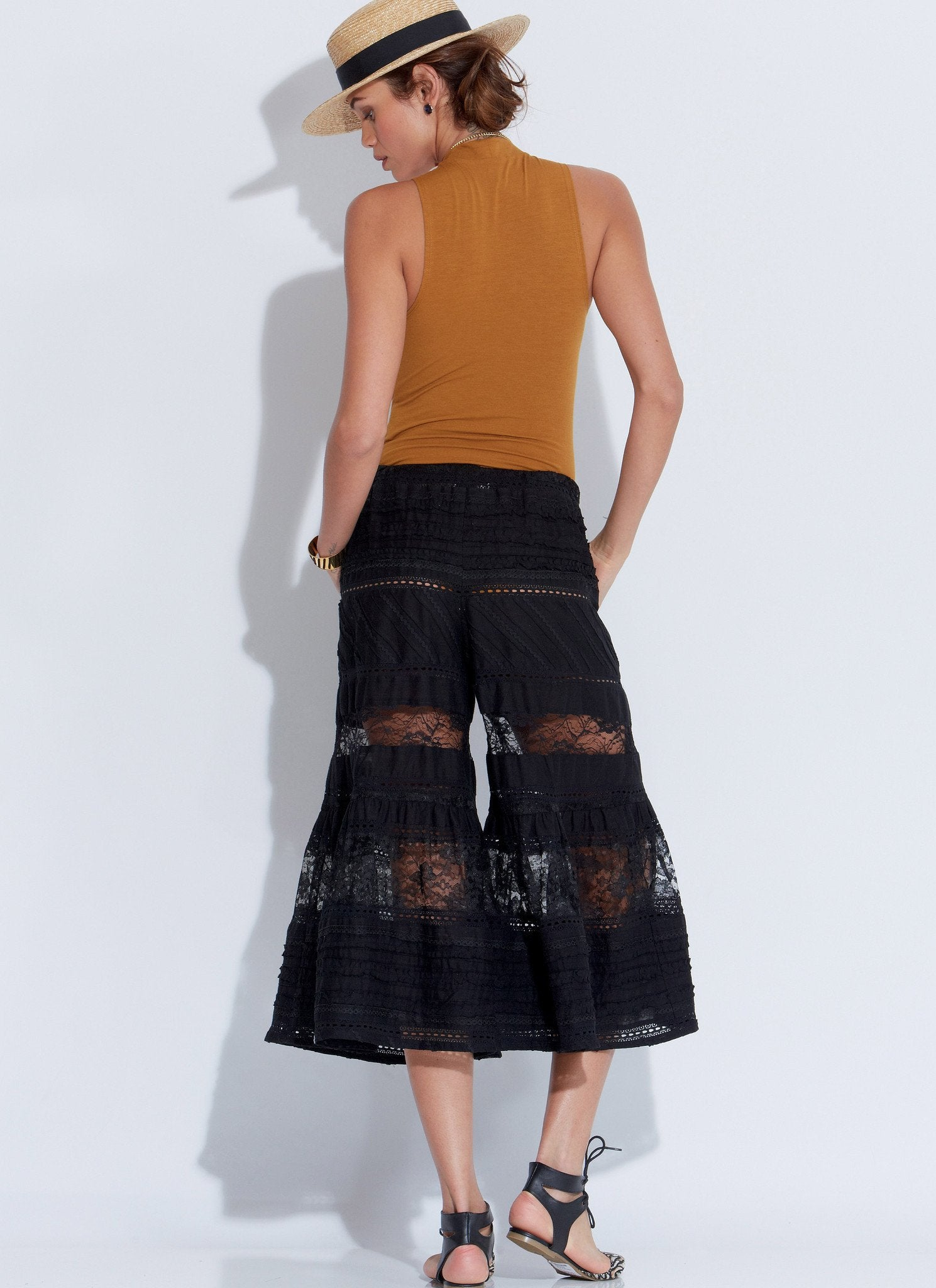 M7576 Misses' Elastic-Waist Loose Pants