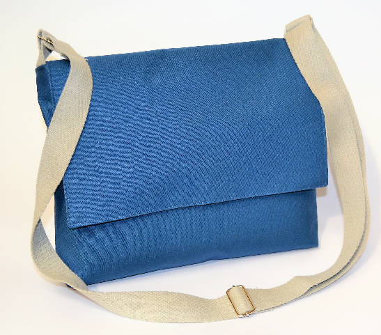 Messenger bag with clasp + strap | Saturday March 28th