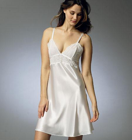 V8888 Misses' Robe, Slip, Camisole and Panties | Easy