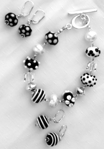 Cecillia Labora Studio Flamework Glass Jewelry Black and White Bracelet