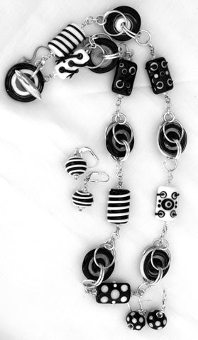Cecillia Labora Studio Flamework Glass Jewelry Black and White Necklace