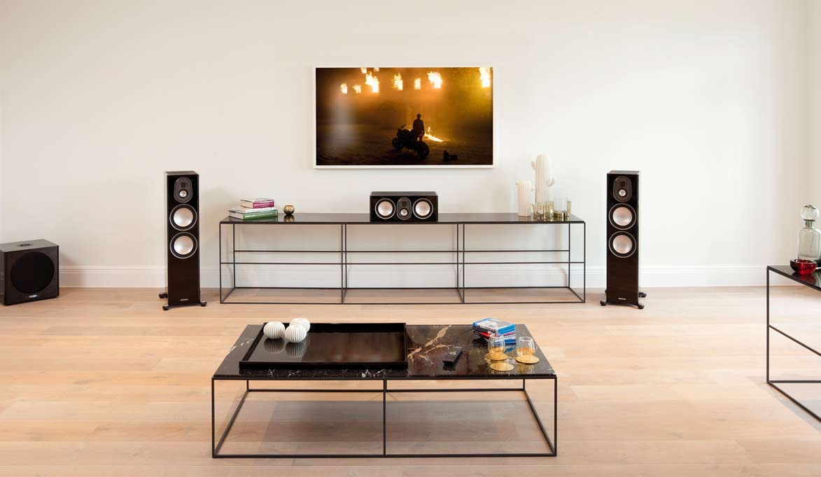 Home theatre with centre speaker