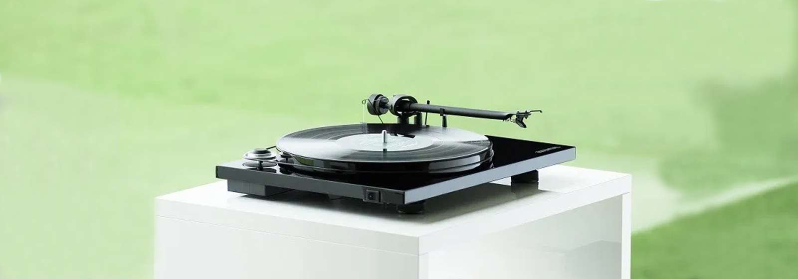 Project-Essential-III-turntable