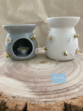 Load image into Gallery viewer, On offer was £9 now £8 Bee and daisy wax burner