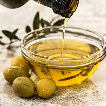 The Key Benefits of Olive Oil (That Make it an Amazing Addition to Your Diet)