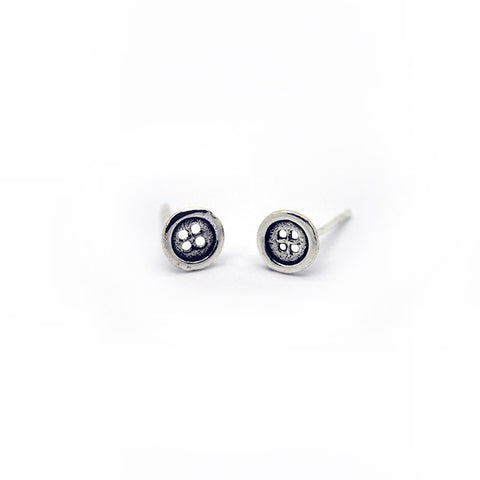 Silver Button Stud Earrings > 402