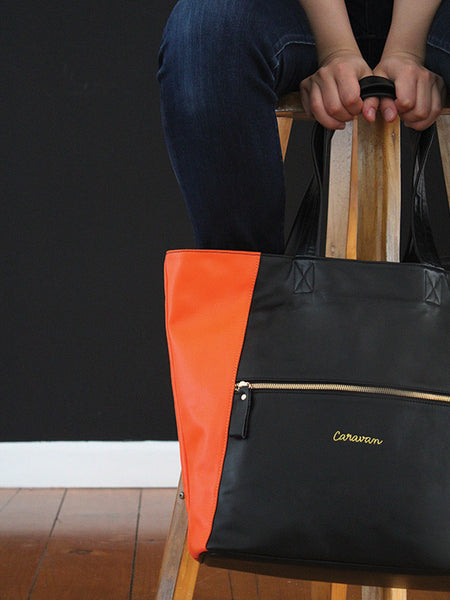Carry-All Leather Bag > Rich Black/Carrot Orange
