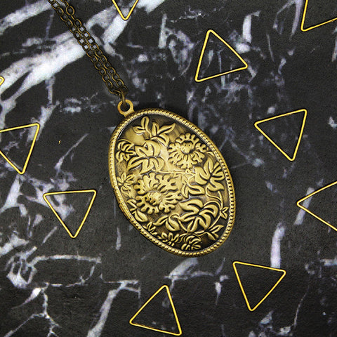 1508 Summer Oval Locket Necklace